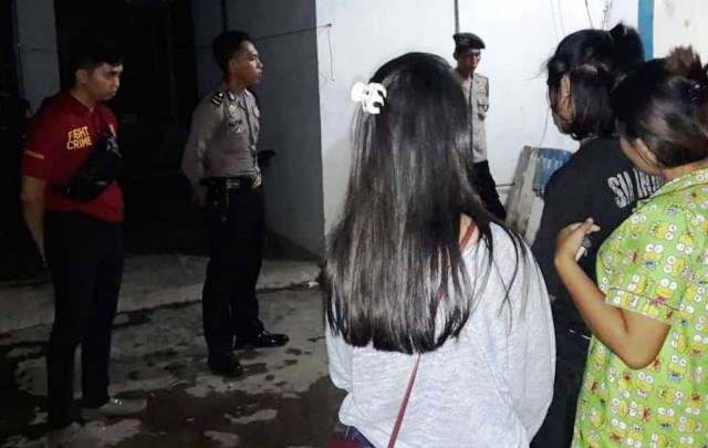 Asik Pesta Miras di Kos, Empat Pasangan Bukan Suami Istri Diciduk Polisi