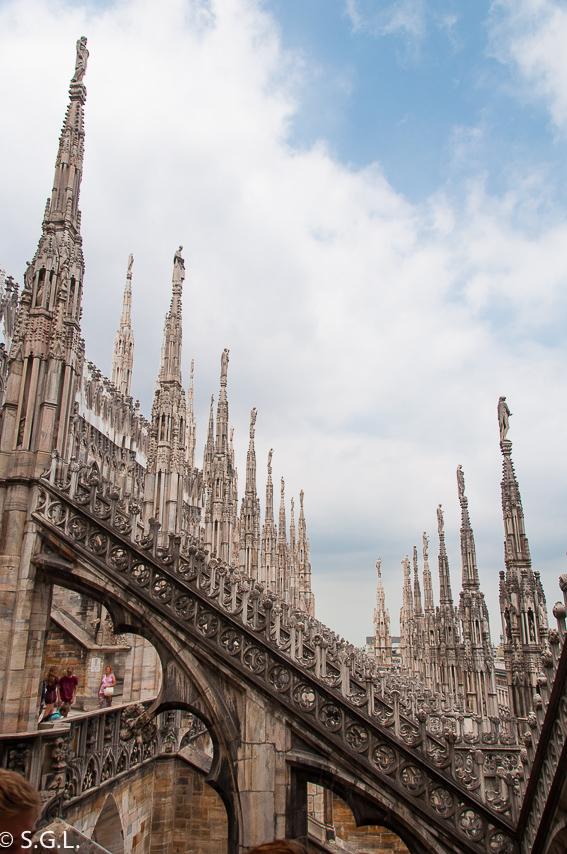 Bosque de arbotantes desde la terraza de la catedral de Milan