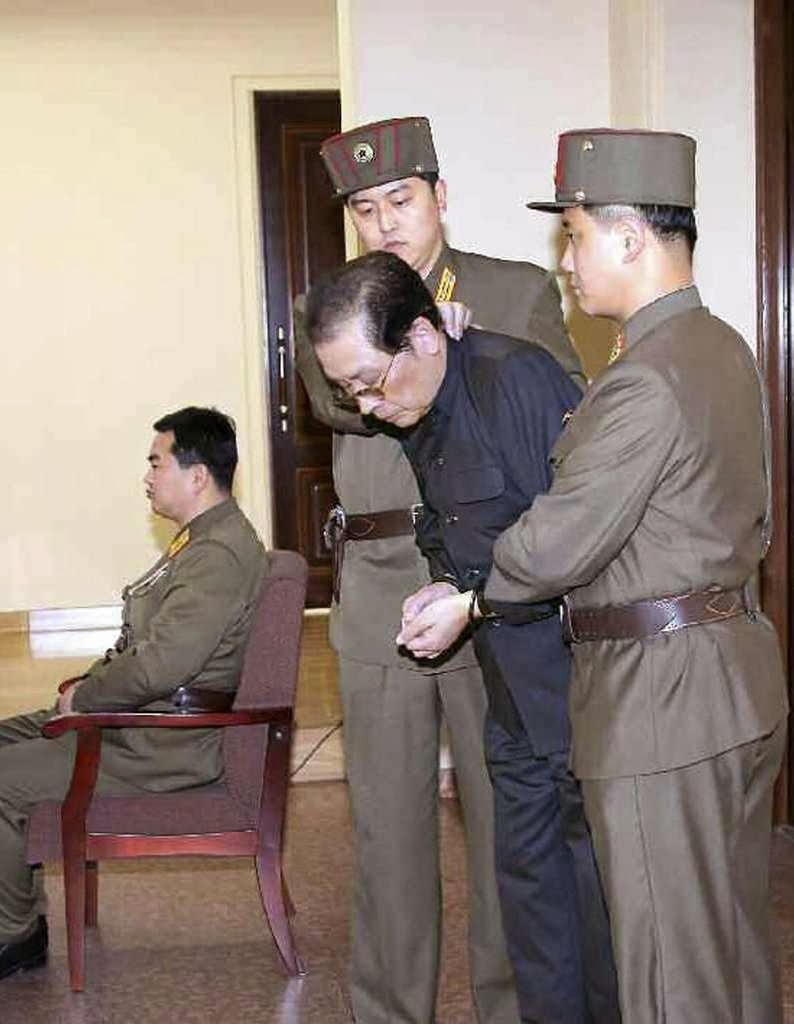 Jang Song Thaek levado de modo vexatório do tribunal à execução