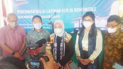 Resmikan BLK GMAHK, Menaker Ida Fauziyah Didampingi Ketua Komisi IX DPR RI Felly Runtuwene