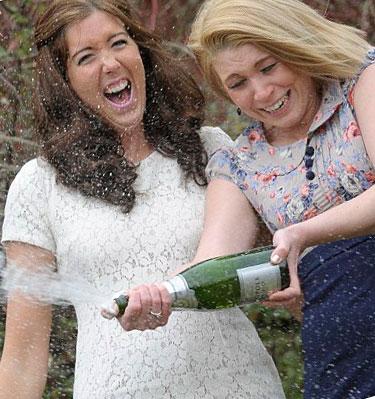 Отметим выигрыш в лотерею шампанским!