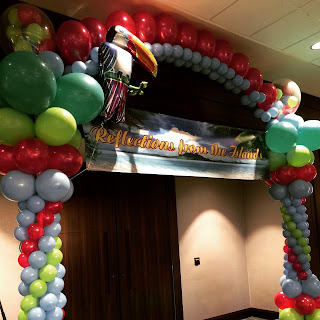 Tropical teemed balloon arch