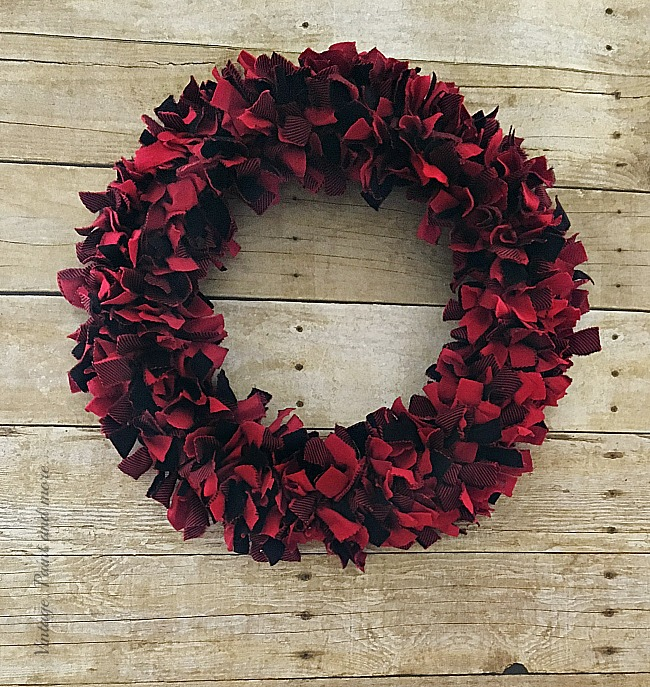 Vintage, Paint and more...diy rustic, farmhouse wreath made from red and black Buffalo plaid flannel fabric