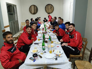 Δείπνο του Α.Ε.Ε.Σ.Κορακοβουνίου στους παίχτες της ομάδας.