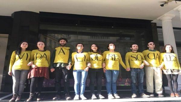 Colombianos en París rechazan asesinatos de líderes sociales