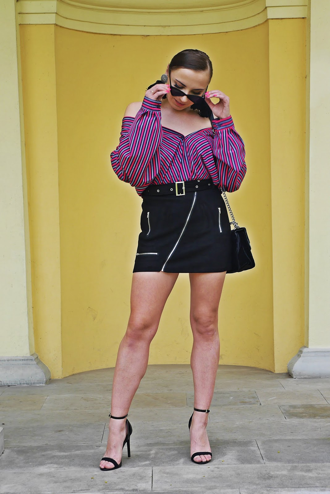 asymetric skirt black bag heeels atmosphere outfit stripes shirt fashion blogger karyn