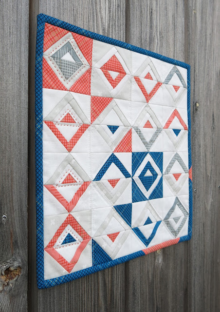 Luna Lovequilts - Mini paper pieced Log Cabin quilt