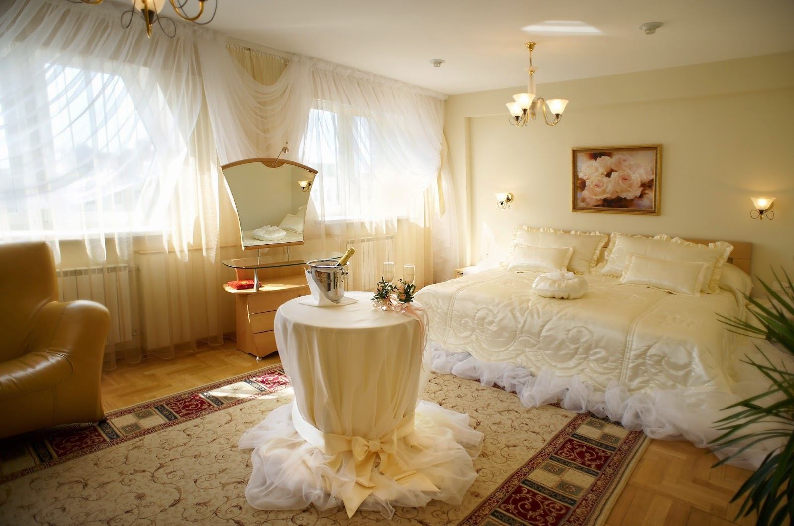 Romantic bedroom ideas for married couples for Beautiful room designs for couples