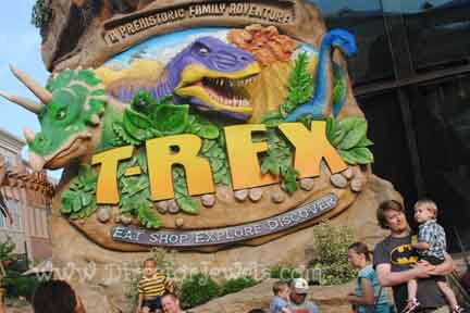 Director Jewels: That Time We Ate at T-Rex Cafe {Summer