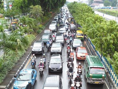 Kemacetan di Salah Satu Ruas Jalan Kota Surabaya