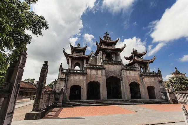 Bewildered Phat Diem Cathedral's architecture 6