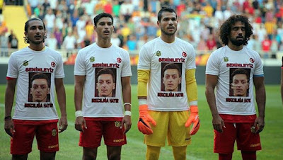 Malatyaspor wearing Ozil shirts