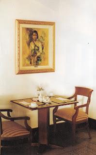 Memajang Bingkai Di Ruang Makan