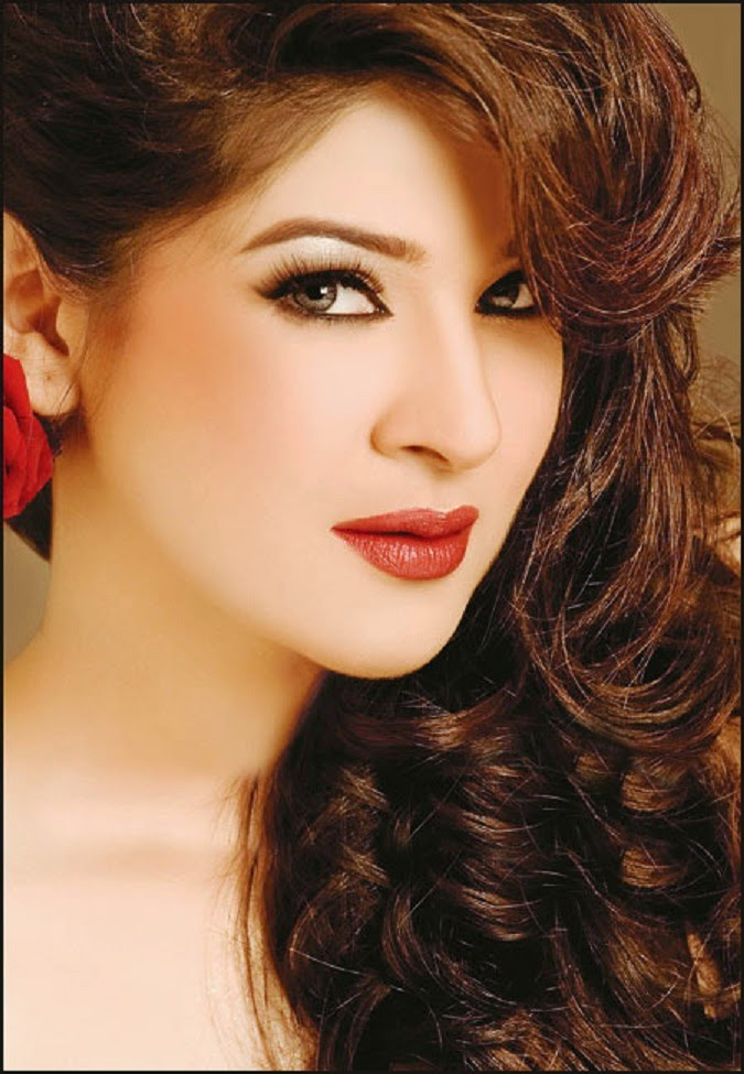 Pakistani Beautiful Girl Wallpaper Free Stars Wallpaper Ayesha Omer Hd Wallpaper
