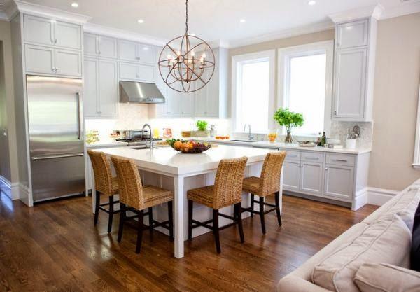 ruang makan sekaligus ruang keluarga