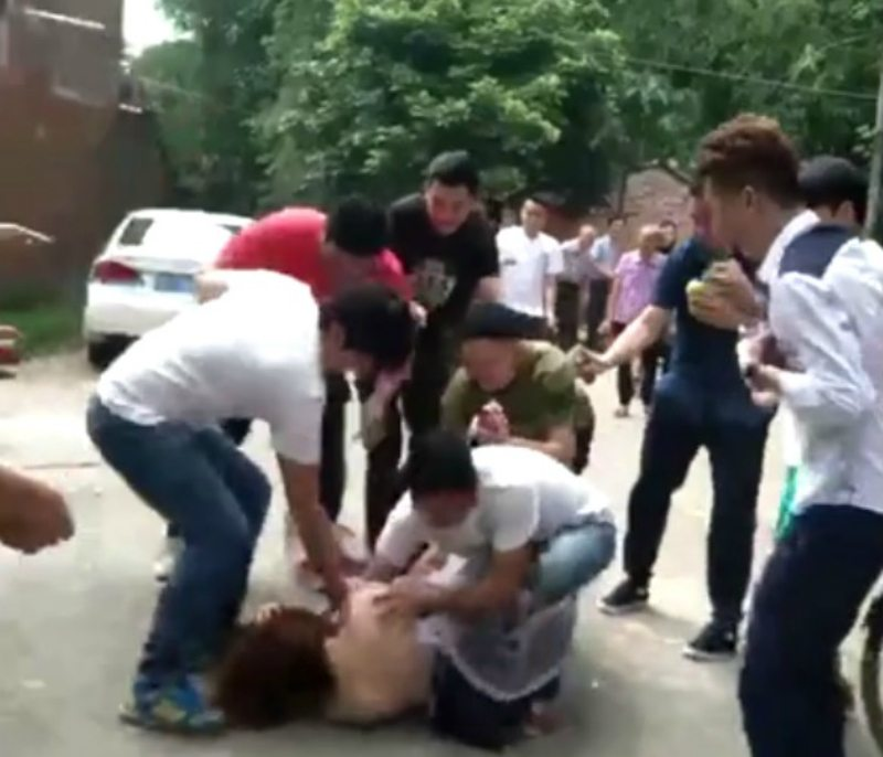 Netizens Furious After Chinese Bridesmaid Gets Abused By Best Man, Wedding Guests