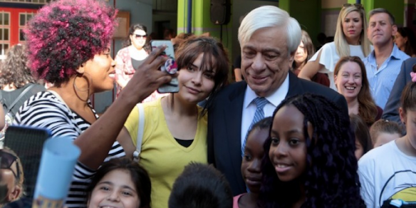 Παυλόπουλος σε ξένους μαθητές: Είστε το μέλλον και η ελπίδα του τόπου