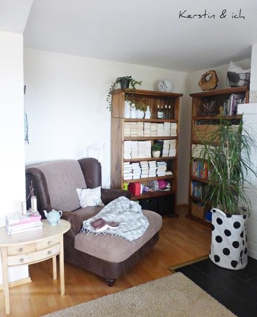 Lesezimmer Bücherregale und Pflanzen