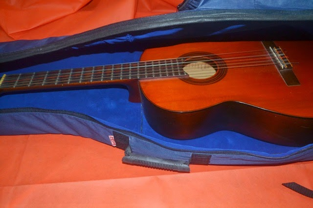 Tas gitar akustik custom tebal anti air