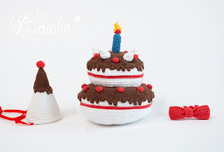 Krawka: Birthday cake - crochet food photo prop pattern by Krawka