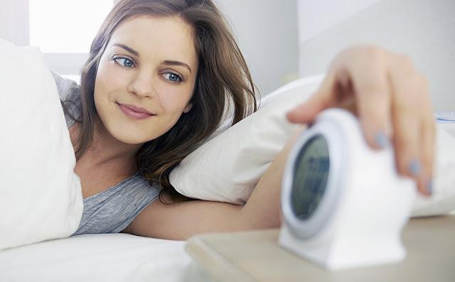 Cara Mengatasi Wajah Berminyak Bangun Tidur