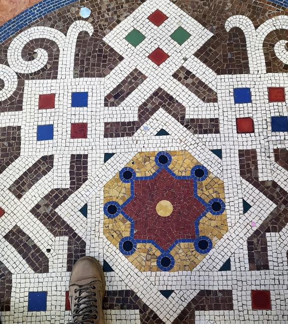 I mosaici del pavimento della galleria Vittorio Emanuele II a Milano