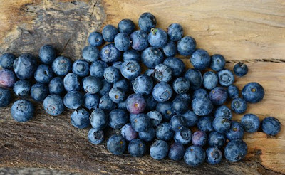 Foods To Keep Your Hair Healthy and Strong, hair loss, blueberries