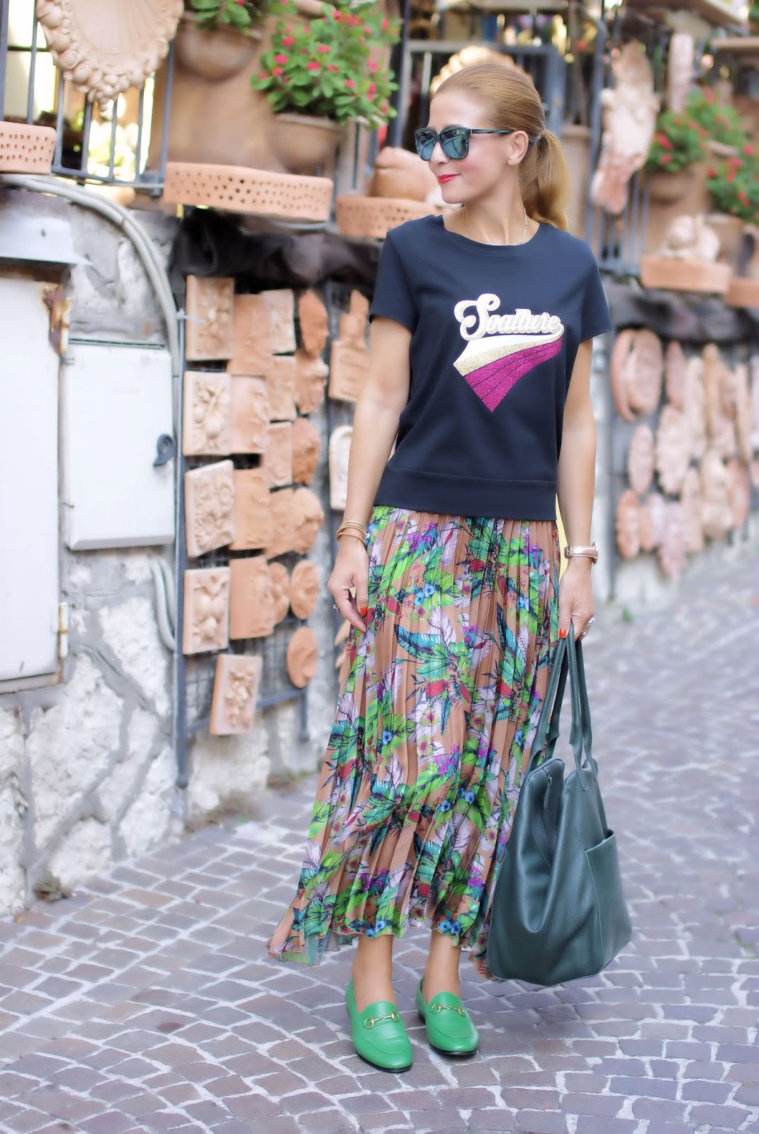 How to wear Gucci Jordan loafers? Outfit with pleated skirt on Fashion and Cookies fashion blog, fashion blogger style