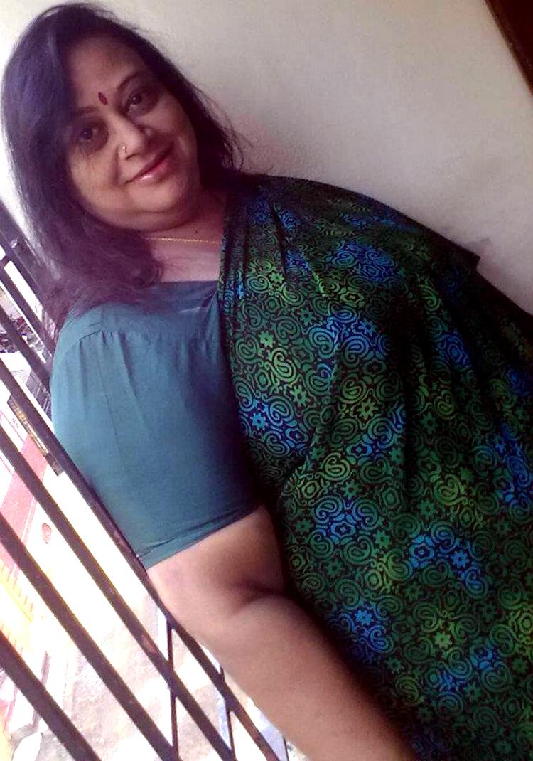 mature indian mom saree