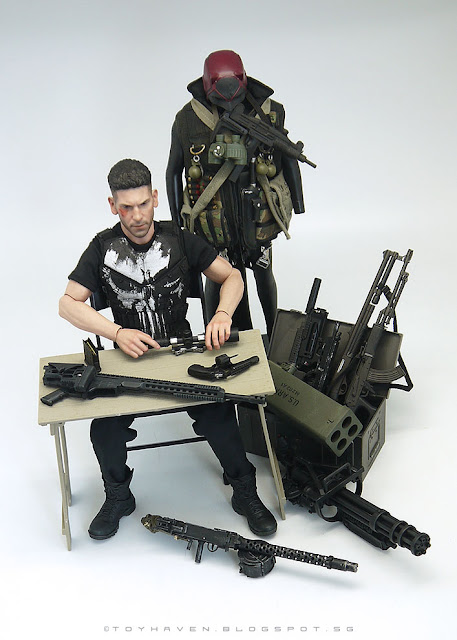 osw.zone Hot Toys 1/6 scale Jon Bernthal The Punisher action figure and his cache / arsenal of weapons