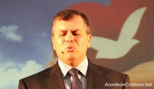 Pastor de Iglesia Universal del Reino de Dios vende objetos milagrosos
