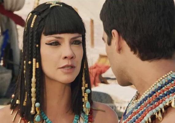 Nefertari (Camila Rodrigues) enfeite de cabelo, novela os dez mandamentos record