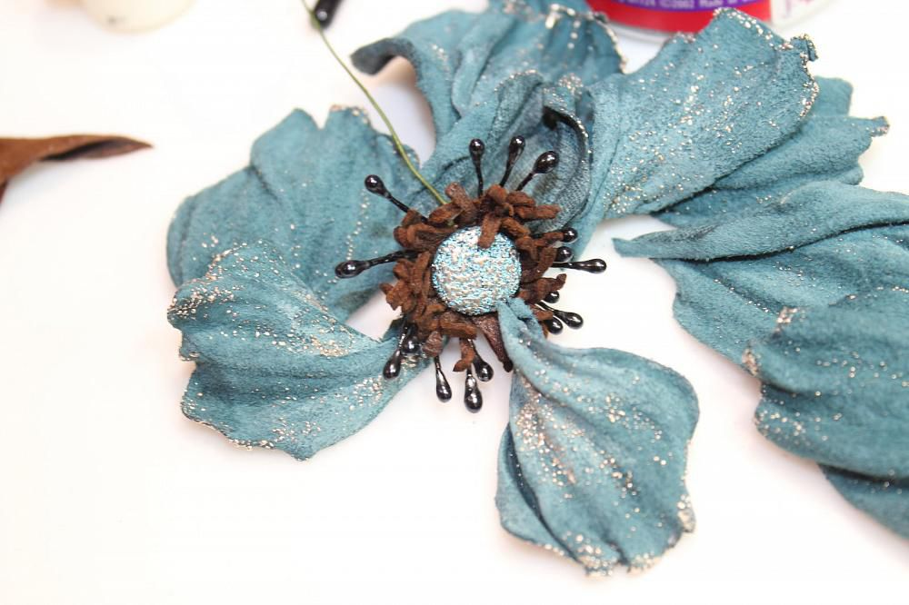 How to Make a Flower Brooch from Leather Tutorial