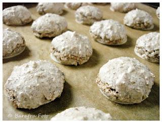 http://barafras-kochloeffel.blogspot.de/2011/11/schokoladen-mandel-makronen.html