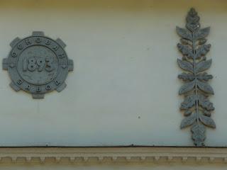 Дружковка. Ул. Соборная. Памятные знаки на заводском здании