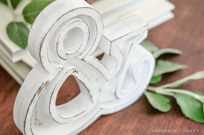 An MDF ampersand from Michael's Craft Store gets a farmhouse chic makeover. #DIY #farmhouse #farmhousedecor #farmhousediy #andersonandgrant