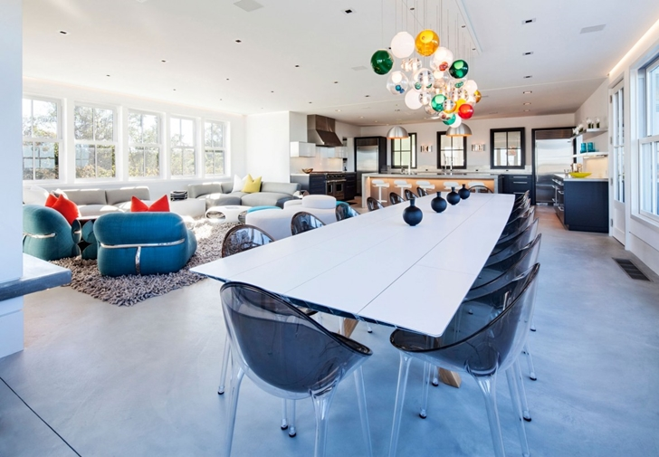Dining table in Contemporary style home on the beach