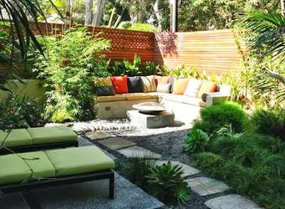 Pequeño jardín de estilo Mediterráneo
