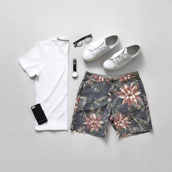 Look Masculino com Short Estampado floral