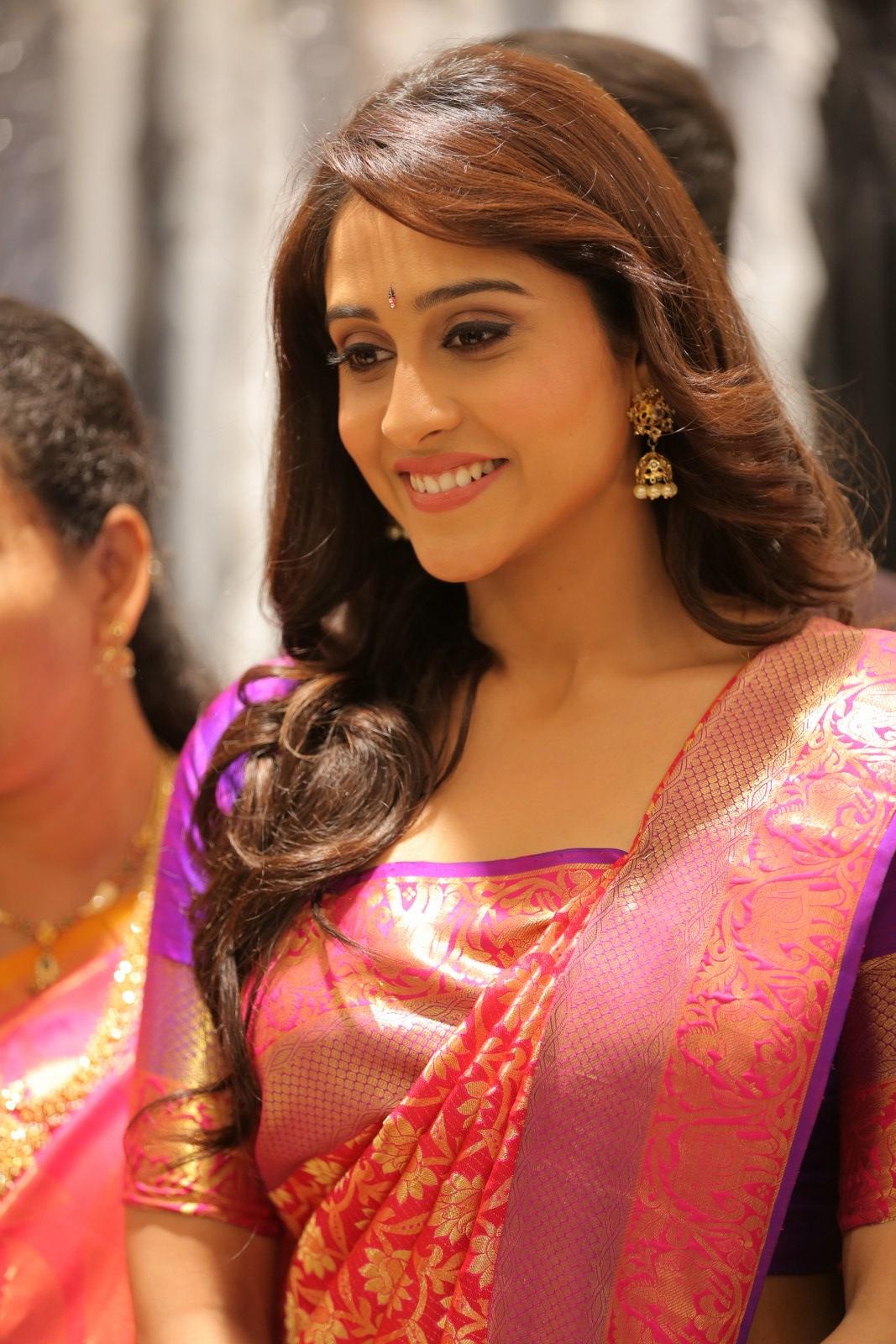 regina cassandra hot looking in beautiful traditional saree lovelygirlspak