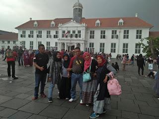 Surianto dan keluarga di Kota Tua Jakarta