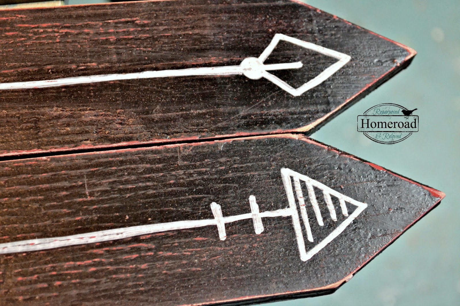 distressed-set-of-arrow-signs www.homeroad.net