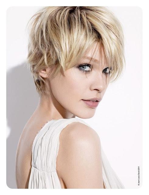 blond, naturalna fryzurka