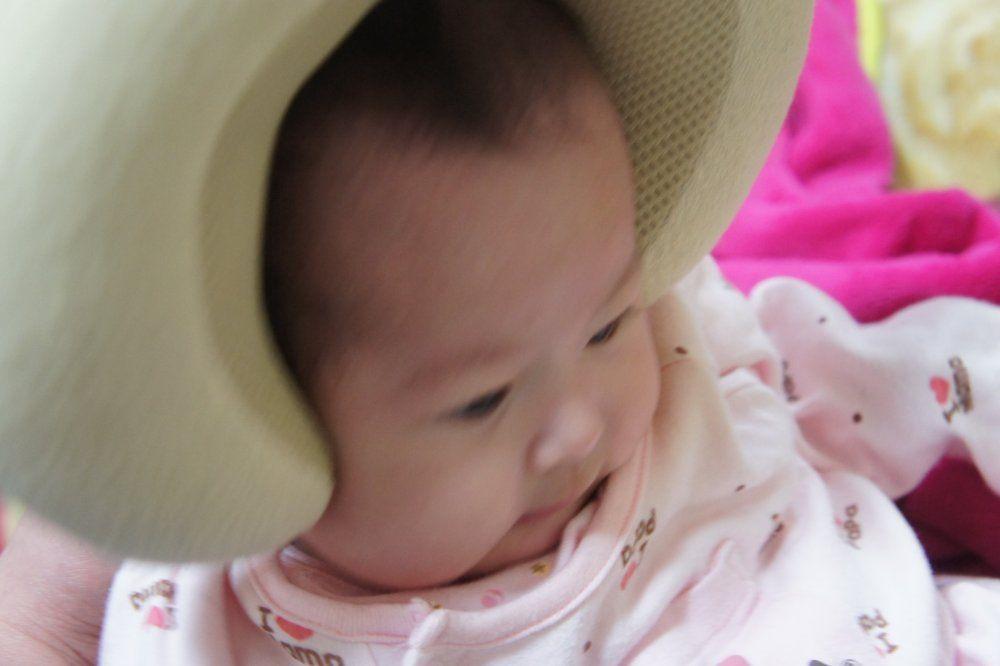 写真を見る限りはこれはコレであり♪ ってな感じで喜んでるようにも見えるん... 赤ちゃんの頭の形