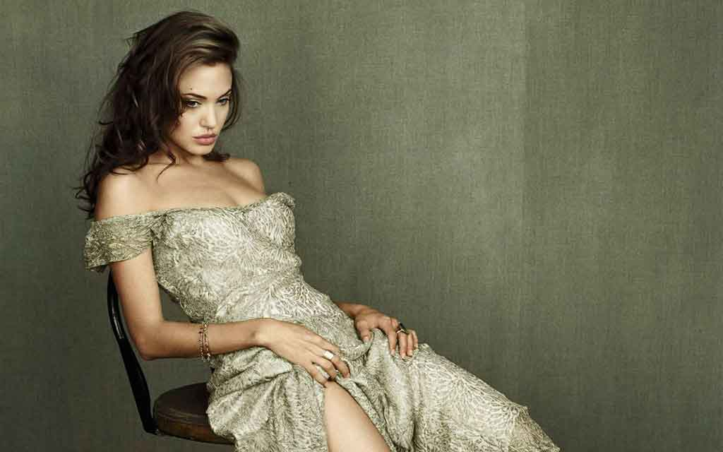 Hot Hollywood Actress Angelina Jolie