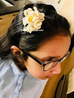 free crochet pattern, free crochet flower motif, free crochet Gerbera flower pattern, free crochet daisy pattern, free crochet girls headband,