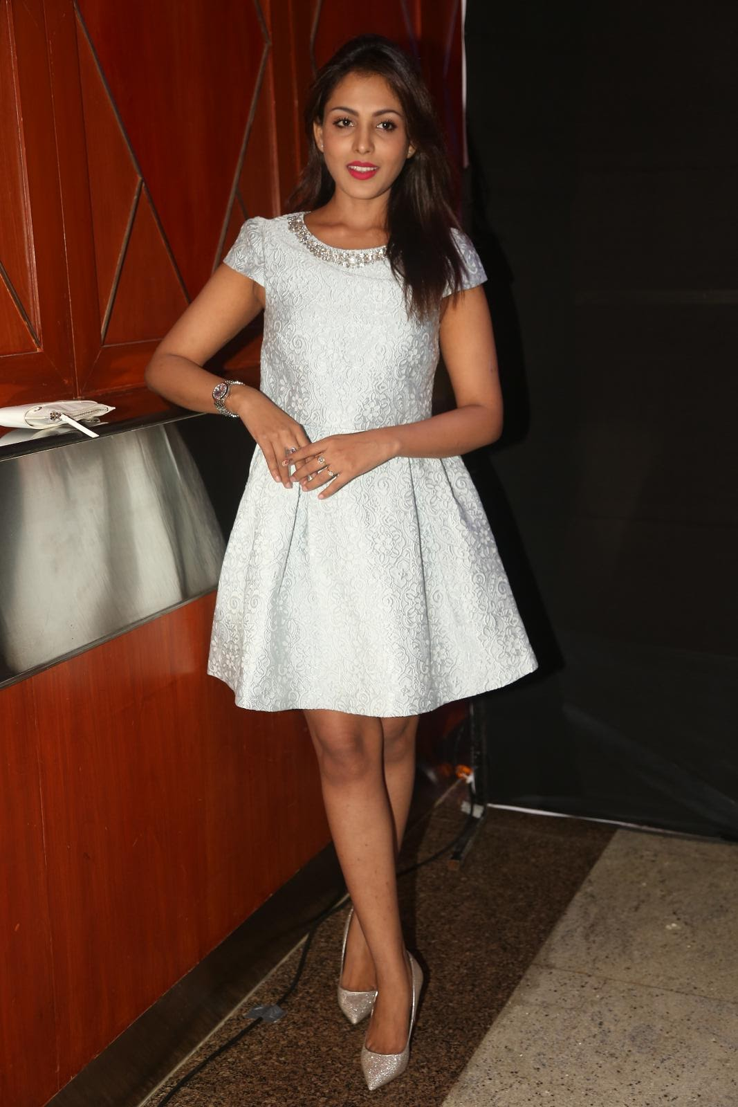 Madhu Shalini Latest Hot Legs