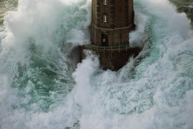 La Jument: Mercusuar paling berbahaya di dunia