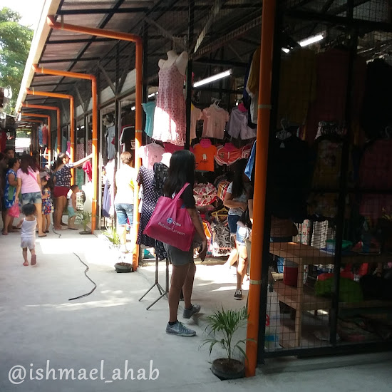Area of shops selling Divisoria Items in Taytay Tiangge