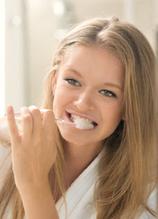 Girl practicing good dental hygiene.